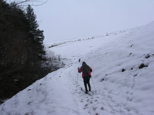 Cath skinning up Hollin Clough